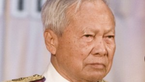 Guarda la versione ingrandita di Thailandia senza re, nominato reggente PremTinsulanonda, di 96 anni, il principe ereditario ci pensa su, un futuro di repubblica?