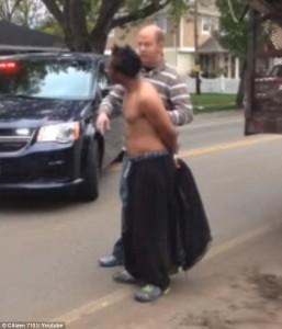 Usa, ragazzo nero arrestato: cammina in mezzo alla strada111
