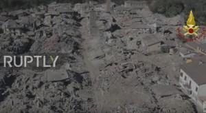 """Terremoto, il lungo colpo del ko. Ma Renzi: """"Ricostruiremo tutto"""
