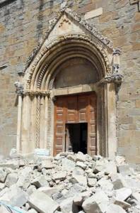 Terremoto Amatrice, sciacalli dei braccialetti: 29 euro beneficenza fantasma