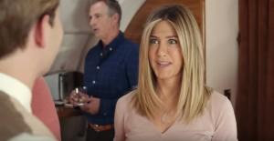 Jennifer Aniston, nello spot Emirates diventa amica di un bambino a bordo
