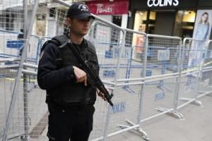 Turchia, attentato kamikaze ad Ankara: terroristi si fanno esplodere