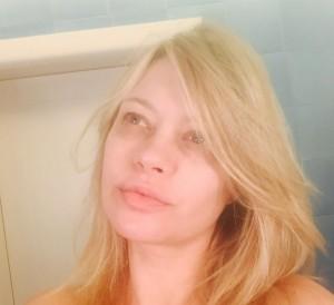 Anna Falchi senza trucco, selfie su Instagram FOTO