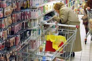 Roma, per l'Inps è cieca: legge le etichette al supermercato