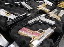 Pistole incastonate con pietre preziose