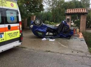 Udine, conducente sbanda e si cappotta: grave 33enne