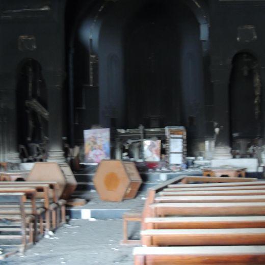 Isis, croci spezzata e statua della Madonna in frantumi nella chiesa di Bartella 7