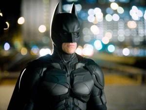 Carpi, uomo travestito da Batman rapina ambulante di 2.700 euro