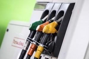 Benzina: nessun aumento accise, governo lo cancella. Era 0,5 cent a litro