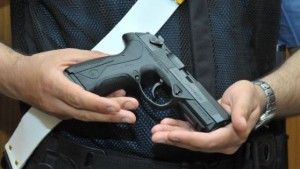 Lanciano, carabiniere condannato per foto con pistola ordinanza