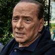 """Berlusconi, malore su aereo. I medici: """"Niente campagna per il no"""""""