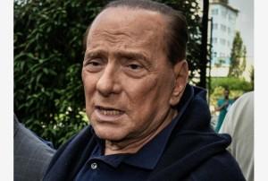 Guarda la versione ingrandita di Berlusconi, malore su aereo. I medici: