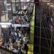 YOUTUBE Boston, fumo nella metropolitana: passeggeri sfondano finestrini04