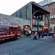 YOUTUBE Boston, fumo nella metropolitana: passeggeri sfondano finestrini01
