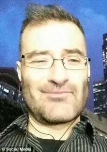 Londra: incontra g*y conosciuto online, lo u****e e scioglie corpo nell'acido