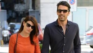 Ilaria D'Amico paparazzata mentre fa la spesa: ma quel dettaglio...
