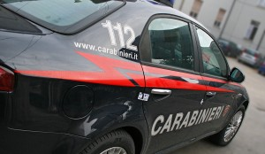Giugliano, rom investono carabinieri al posto di blocco e scappano