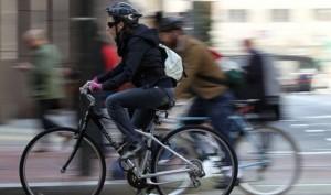 Guarda la versione ingrandita di Bici, il casco salva la vita nel 70% degli incidenti: ma nessuno lo mette...