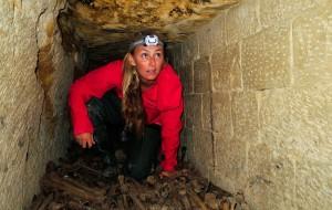 Nuota nelle catacombe sotto Parigi tra 6 milioni di scheletri