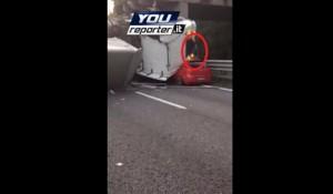 VIDEO Cavalcavia crollato a Lecco: miracolato esce da auto e rientra per prendere il telefono