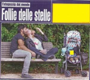 Laura Chiatti e Marco Bocci al parco: Pablo dorme, loro in panchina...FOTO