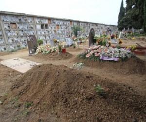 Milano, scambio di salme al cimitero: per 16 anni piange sulla tomba sbagliata