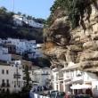 """Andalusia, una roccia """"divora"""" la città di Setenil de las Bodegas"""