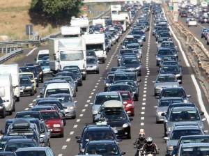 Code e traffico, la guida per evitare ingorghi. Basta un guidatore che...