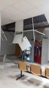 Guarda la versione ingrandita di Maltempo Lecce, crolla soffitto in ospedale: tre feriti