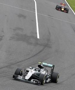 Guarda la versione ingrandita di F1 Giappone ordine arrivo. Rosberg vede Mondiale, Vettel giù da podio (foto ansa)