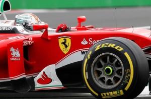 Guarda la versione ingrandita di F1, Fernando Alonso sfotte Sebastian Vettel: