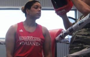 Daiane Ferreira, campionessa di boxe stende aggressori. Ma se lo è inventato?