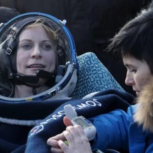 Guarda la versione ingrandita di Kate Rubins, astronauta Iss torna sulla Terra e chiama casa FOTO