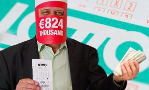 Guarda la versione ingrandita di Lotteria a premi per chi chiede fatture. Greci no tasse, Trump...