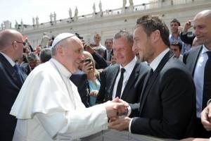 """Francesco Totti dice sì a Papa Francesco: con Maradona in """"Uniti per la Pace"""""""