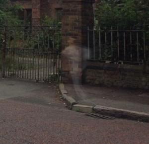 Fantasma che corre o illusione ottica? Misteriosa FOTO