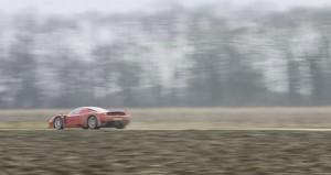 Ferrari Enzo sgomma nel fango: VIDEO da 26 mln di clic