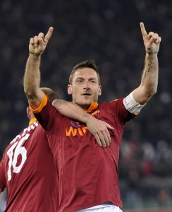 Guarda la versione ingrandita di Totti, Maria Sensi non invitata ai 40 anni, lo attacca: