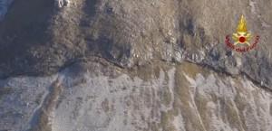 Guarda la versione ingrandita di YOUTUBE Terremoto, frattura da centinaia di metri taglia il monte del Redentore