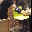 YOUTUBE Galaxy Note 7 esplode e prende fuoco al fast food