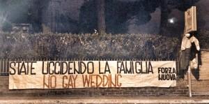 """Forza Nuova blitz omofobo a Gaywedding Roma: """"State uccidendo famiglia"""" FOTO"""