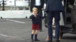 YOUTUBE George si diverte a salutare i fan ma Kate Middleton piace di più