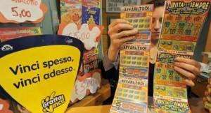 Guarda la versione ingrandita di Gratta e Vinci, rimborsi se non vinci. Epidemia sentenze in Campania (foto d'archivio Ansa)