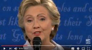 YOUTUBE Hillary Clinton con la mosca in faccia non si muove...