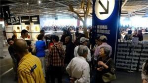 Shangai, folla di anziani al bar Ikea per incontrare l'anima gemella