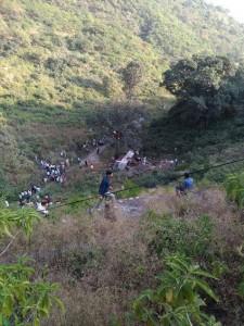 India, autobus di linea precipita in un dirupo in Kashmir: 22 morti