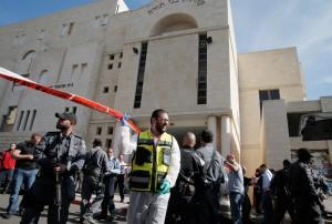 Attentato a Gerusalemme: spari vicino il treno, diversi feriti