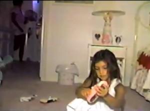 Guarda la versione ingrandita di Kanye West e gli auguri alla moglie Kim Kardashian versione bambina: il VIDEO su Twitter