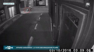 YOUTUBE Kim Kardashian derubata, un video mostra i ladri in fuga in bici