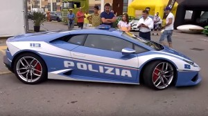 Lamborghini Huracan della polizia per le strade di New York VIDEO